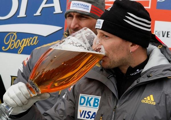 Copa grande de cerveza estrategia de marketing digital Innokabi