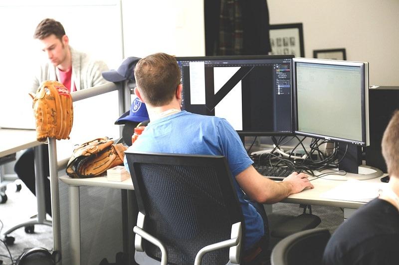 Aumenta la productividad de tu oficina eligiendo bien el mobiliario